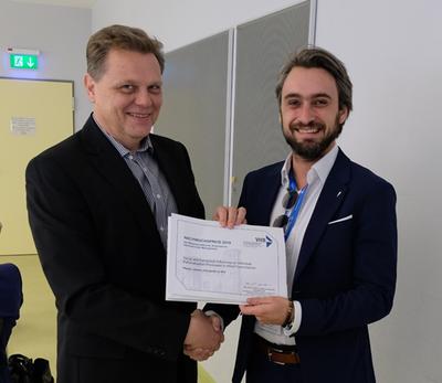 Dr. Wassili Lasarov erhält den Preis der WK INT